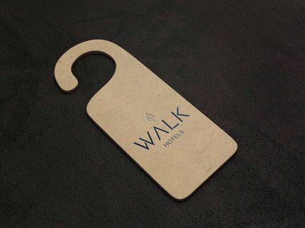Door hanger da Walk Hotels, um dos ativos OCRAM - OCRAM Hotel Management